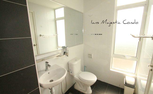 majestic-condo-main -room-bathroom